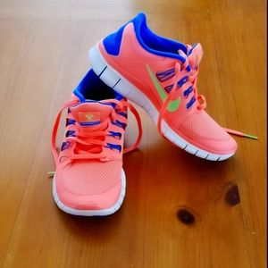Nike Free Run 5.0 in Coral/Blue Color